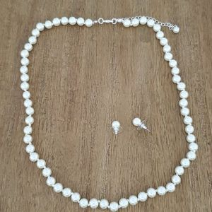 Brand new pearl necklace set